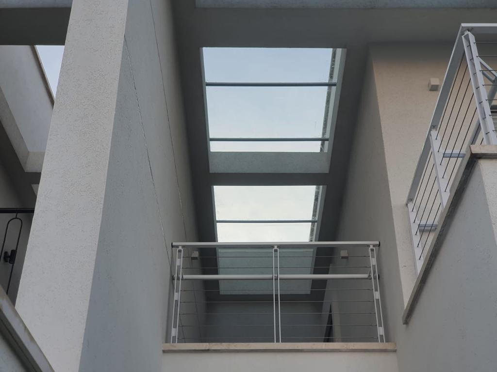 מעקה למרפסת מאלומיניום