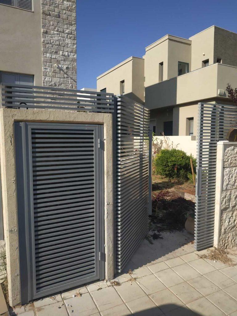 שער כניסה חשמלי- בכל בית פרטי