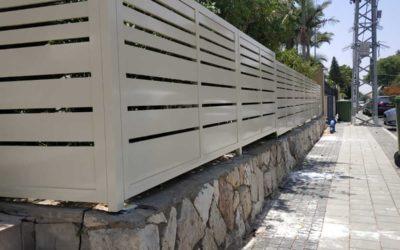 איך לבחור צבע ועיצוב גדר אלומיניום?