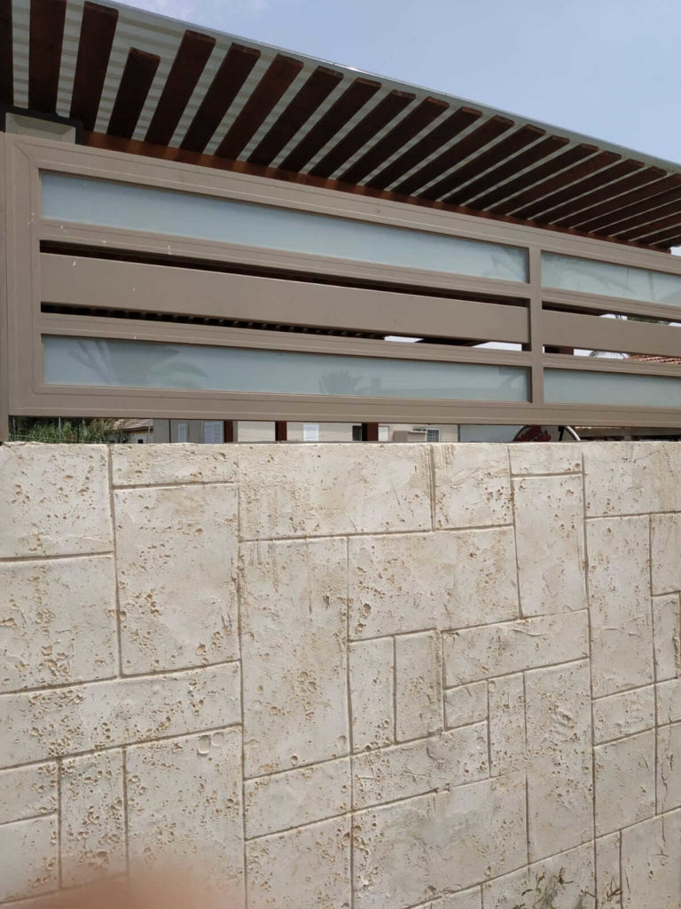 השפעות מזג האוויר על גדר אלומיניום