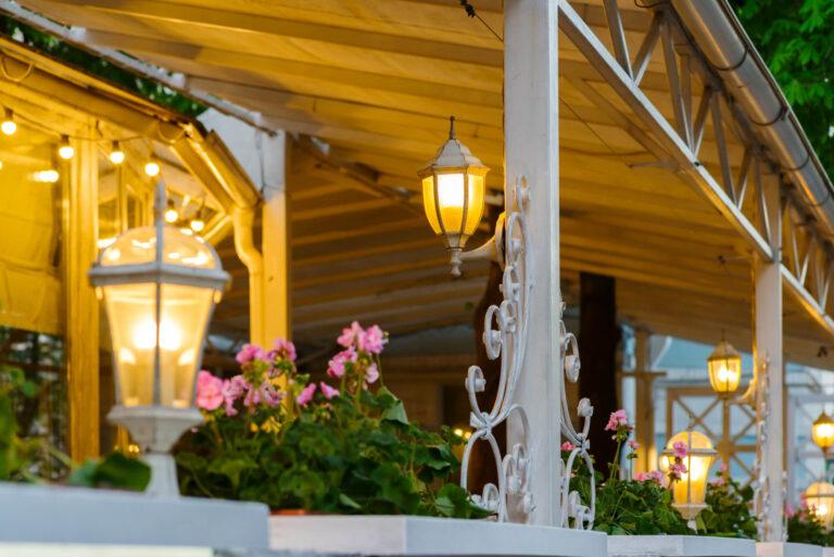 פתרונות הצללה מומלצים למרפסת: פרגולה או סוכך?